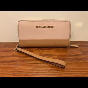 Michael Korda Wallet/ detachable wristlet